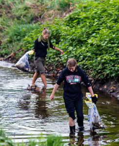 Students Clean Up Along the Ashuelot River
