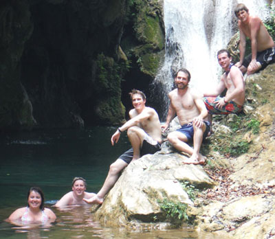 From high to low: Dylan Morrill, Miles Dumas, Michael Kolodziej, Sean Millikan, Nick Cobb, and Kelly Welch in Topes de Collantes national park