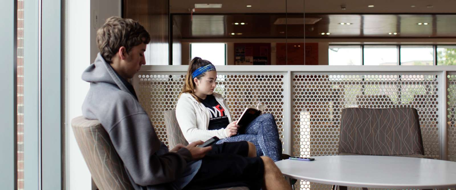Srudents seated in the LLC lobby