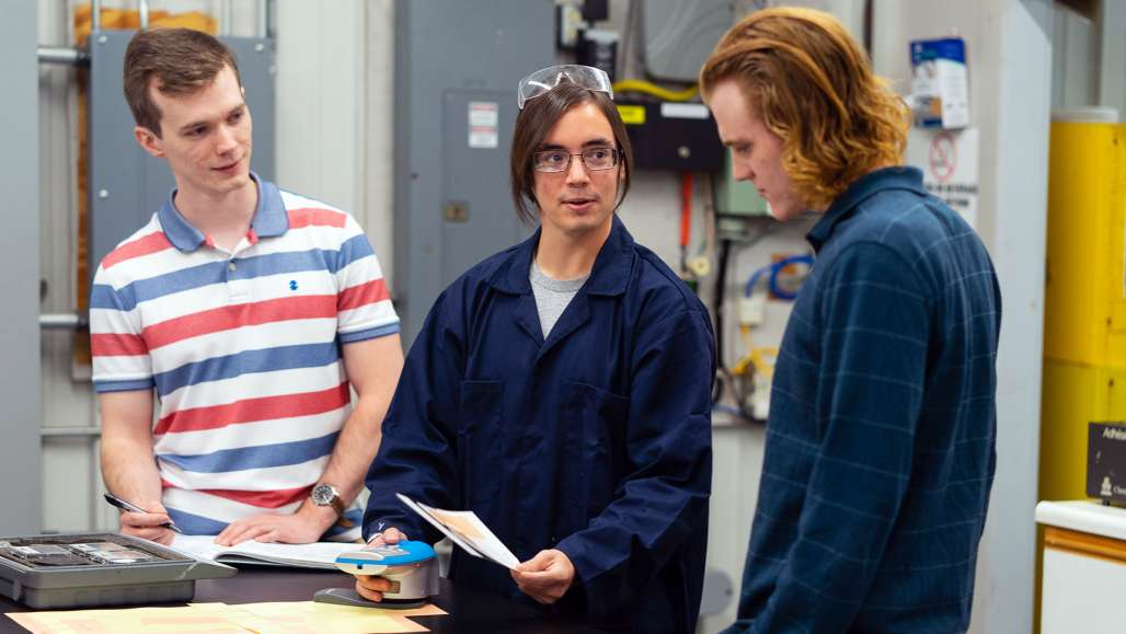 Chemistry Students Mentored by Keene State Alumni in New Business Partnership