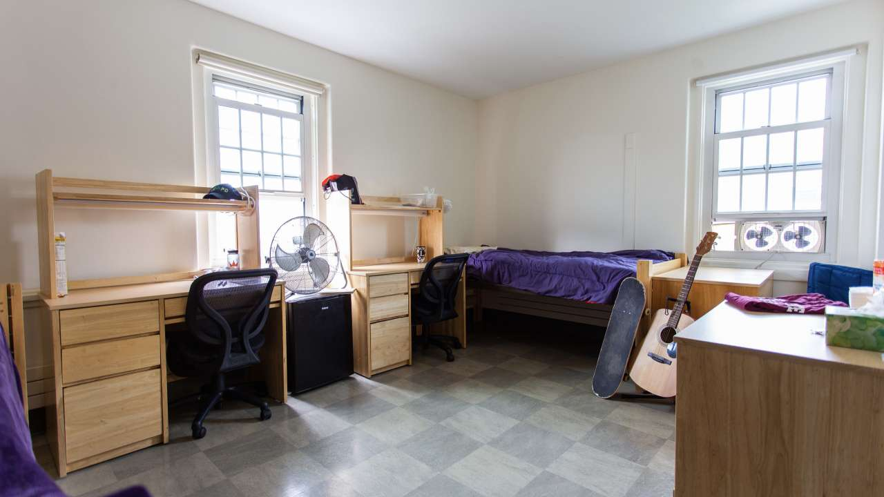 Huntress Hall double occupancy dorm room